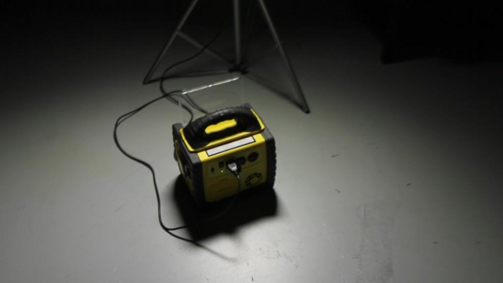 portable-battery-powering-led